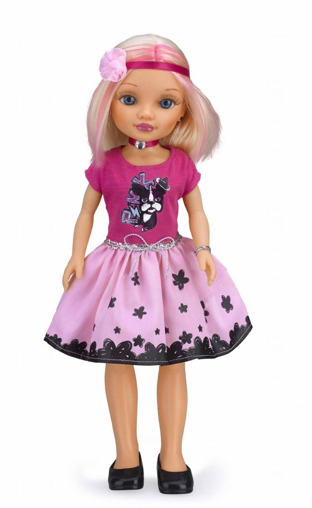 comprar-nancy-rubia-camiseta-rosa-oscura-falda-clara-01